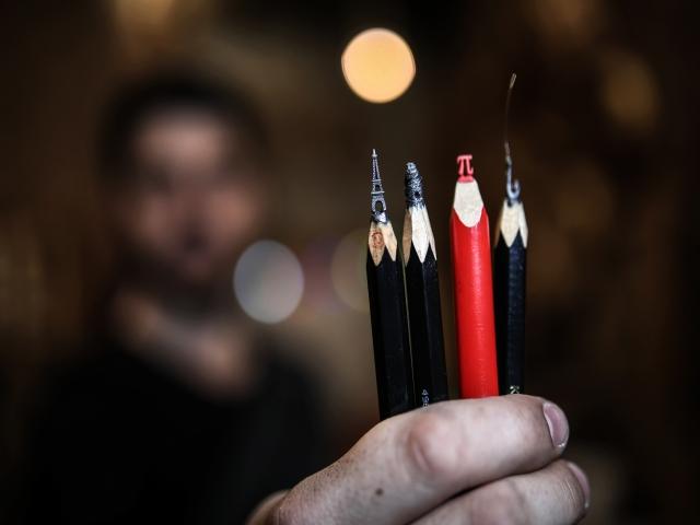 Sanatı ile kalemlere imza atıyor