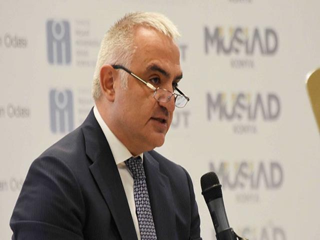 Bakan Ersoy: Alışveriş merkezlerine sıkışan sosyalleşmeye mahkum kaldık