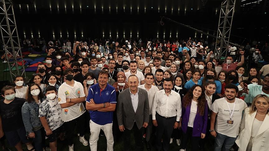 Ergin Ataman ADF Gençlik Forumu'nda gençlerin sorularını yanıtladı