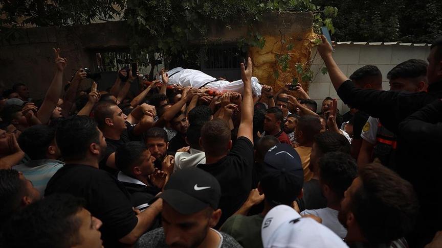 İsrail askerlerince açılan ateş sonucu yaşamını yitiren Filistinli çocuk son yolculuğuna uğurlandı