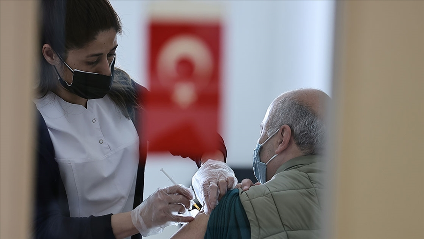 Kovid-19'la mücadelede uygulanan aşı miktarı 62 milyon dozu geçti