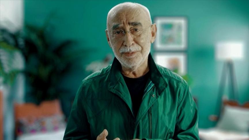 Şener Şen ve Ezgi Mola herkesi Kovid-19'a karşı aşılanmaya çağırdı