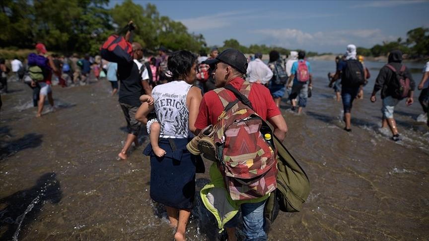 Teksas'ta binlerce yasa dışı Haitili göçmen sınırı geçerek ABD'ye girdi