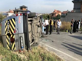 İstanbul'da okul servisi takla attı: Yaralılar var