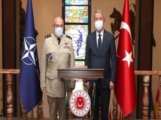 Bakan Akar NATO Askeri Komite Başkanı Peach ile görüştü