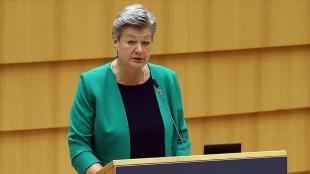 AB İçişleri Komiseri Johansson: Yunanistan denizdeki sığınmacıları Türkiye'ye geri itiyor