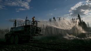 ABD'den Rusya'ya birçok ülke, dünya coğrafyasını etkisi altına alan yangınlarla mücadele e
