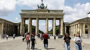 Almanya tüm tatilcilerden 1 Ağustos'tan itibaren zorunlu Kovid-19 testi isteyecek