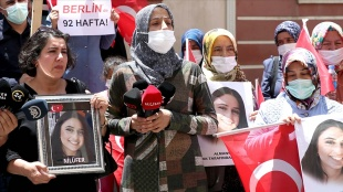 Almanya'da kızı PKK tarafından kaçırılan anne, Diyarbakır annelerini ziyaret etti