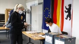 Almanya'daki genel seçimde sandık çıkış anketinde SPD az farkla önde görünüyor