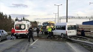 Anadolu Otoyolu'nda dü bireyin yaralandığı zincirleme trafik kazası ulaşımı aksattı