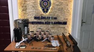 Ankara'da uyuşturucu imalathanesine dönüştürülen eve düzenlenen operasyonda bir kişi yakalandı