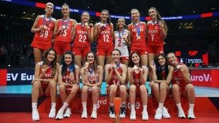 Avrupa Şampiyonası'nda bronz madalya kazanan 'Filenin Sultanları' İstanbul'a gel