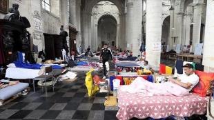 Brüksel'deki 'kağıtsızlar' hükümet ile görüşmeleri sonucunda açlık grevlerini askıya