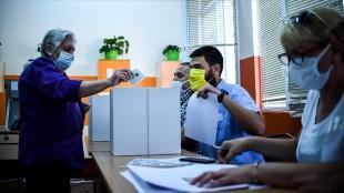 Bulgaristan'da halk erken genel seçim için sandık başına gitti