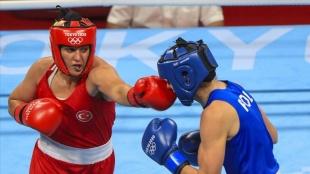 Busenaz Sürmeneli Türkiye'nin olimpiyatlarda ringe çıkan ilk kadın boksörü olmanın gururunu yaş