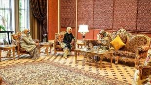 Büyükelçi Kavakcı, Malezya Kraliçesi'ne Emine Erdoğan'ın hediyelerini iletti