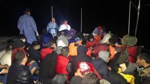 Çanakkale açıklarında Türk kara sularına itilen 46 düzensiz göçmen kurtarıldı