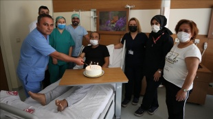 Çeyrek asır mücadele ettiği hastalıktan doğum gününde böbrek nakliyle kurtuldu