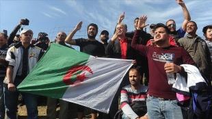 Cezayir'de 'Hirak' protestoları, başlangıcındaki 'taleplerle' iki yıldır ar