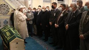 CHP Genel Başkanı Kılıçdaroğlu, eski Devlet Bakanı Erhan'ın Ağrı'daki cenaze törenine katı