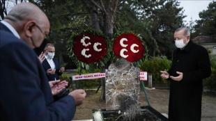 Cumhurbaşkanı Erdoğan, Alparslan Türkeş'in anıt mezarını ziyaret etti