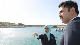 Cumhurbaşkanı Erdoğan'ın eşi Emine Erdoğan ve Bakan Kurum Van'daki arıtma tesisini gezdi