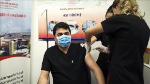 Demokrat Parti Genel Başkanı Gültekin Uysal Kovid-19 aşısı yaptırdı