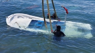 Dikili'de fırtına sonucu 27 balıkçı teknesi battı, 17'si hasar gördü