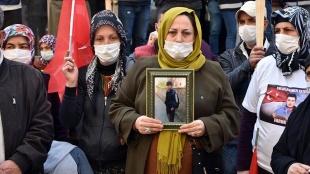 Diyarbakır'daki evlat nöbetine bir anne daha katıldı