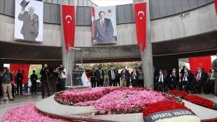 Dokuzuncu Cumhurbaşkanı Süleyman Demirel mezarı başında anıldı