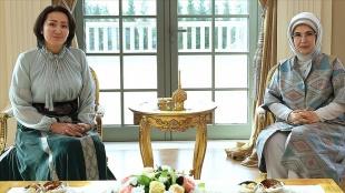 Emine Erdoğan, Kırgızistan Cumhurbaşkanı Sadır Caparov'un eşi Caparova'yı ağırladı