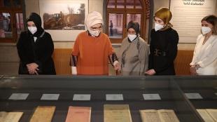 Emine Erdoğan 'Kitaplar ve Kağıtlar Sergisi'nin açılışını gerçekleştirdi