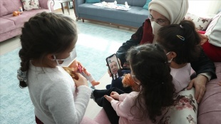 Emine Erdoğan sevgi evindeki çocukları ziyaret etti