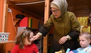 Emine Erdoğan'dan 23 Nisan Ulusal Egemenlik ve Çocuk Bayramı mesajı
