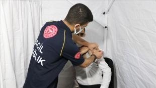 En fazla vaka artışı yaşanan Siirt'te aşı çadırları gece yarısına kadar hizmet verecek