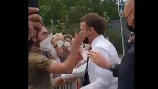 Fransa Cumhurbaşkanı Macron bir kişi tarafından tokatlandı