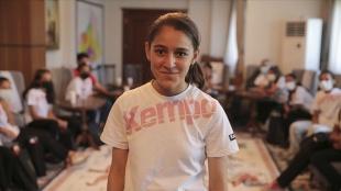 Genç hentbolcu Merve Akpınar ve arkadaşları spor salonuna kavuşacak