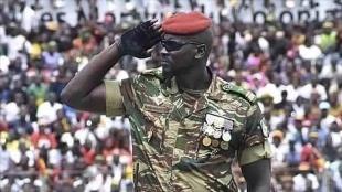 Gine'de darbenin arkasındaki isim: Yarbay Mamady Doumbouya