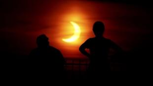 Gök bilimcilerin 'ateş çemberi' olarak adlandırdığı güneş tutulması gerçekleşti