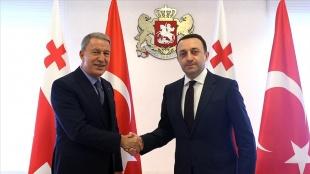 Gürcistan Başbakanı Garibaşvili, Milli Savunma Bakanı Akar'ı kabul etti