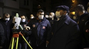 İçişleri Bakanı Soylu, Çankaya'da kontrollü yıkımı süren binanın çevresinde incelemelerde bulun