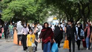 İran'da son 24 saatte 448 kişi Kovid-19'dan hayatını kaybetti