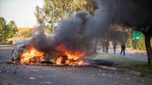İşgalci İsrailli yerleşimciler Bat Yam kentinde Filistinli bir sürücüyü linç etmeye çalıştı