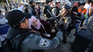 İsrail polisi fanatik Yahudileri protesto için toplanmak isteyen Filistinlilere saldırdı