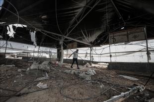 İsrail savaş uçaklarının hava saldırısı düzenlediği Gazze'de üç tavuk çiftliği zarar gördü