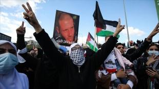 İsrail vatandaşı binlerce Filistinli, Arap kentlerinde artan suç oranlarını protesto etti