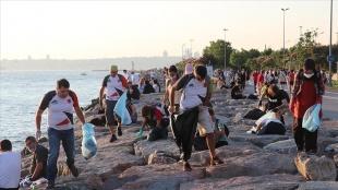 İstanbul Doğa Sporları Kulübü üyeleri, Kadıköy'de sahil temizliği yaptı