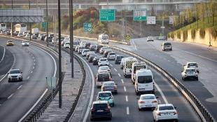 İstanbul'da, 'tam kapanma' öncesinde şehir dışına çıkmak isteyenler nedeniyle trafik