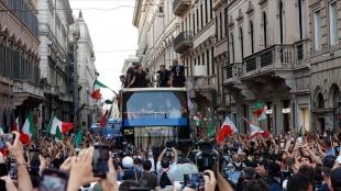 İtalya'da Kovid-19 vakalarındaki artışta Avrupa Şampiyonluğu kutlamalarının etkisi tartışılıyor